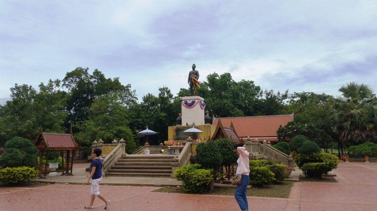 ワットプラシーサンペットの入り口近くにある銅像