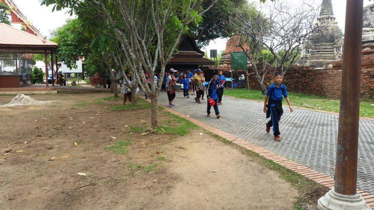 ワットプラシーサンペットへ遠足に来た小学生