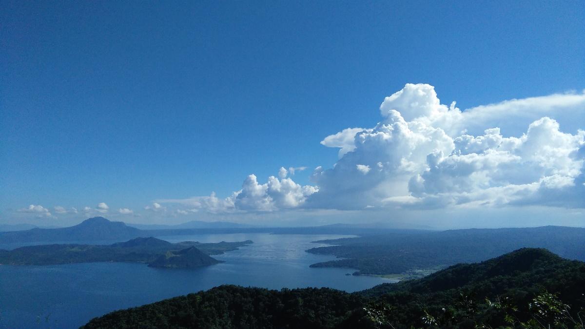タール火山とタール湖