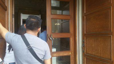 フィリピン国立博物館の入り口ドア付近