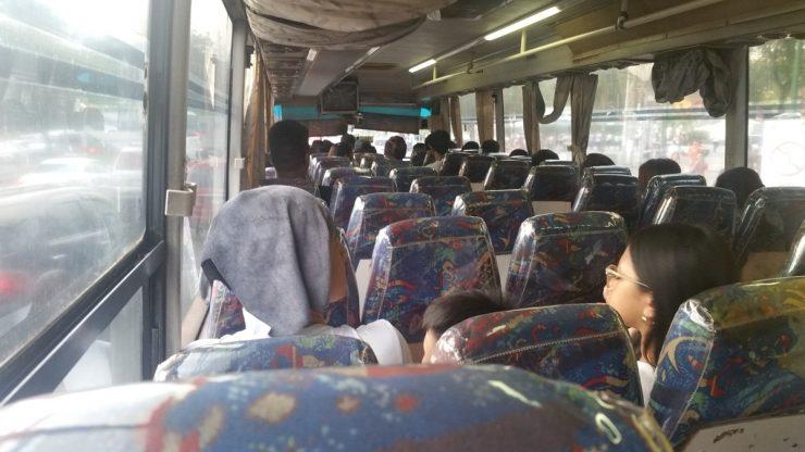 フィリピン国立博物館からの帰りのバス内