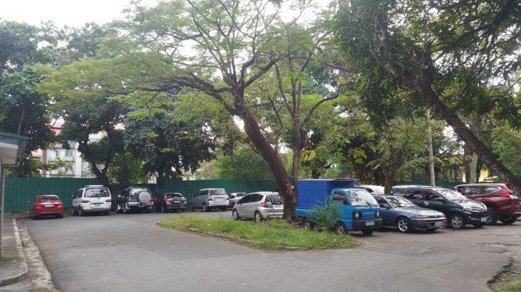 キャンパス内駐車場