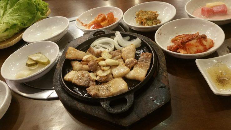 アンヘレスのバリバゴホテルの韓国料理店のサムギョプサル