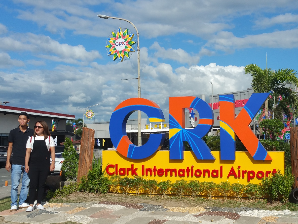 クラーク空港前ロータリー