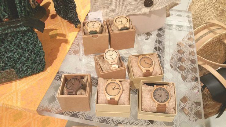 展示されている竹製腕時計