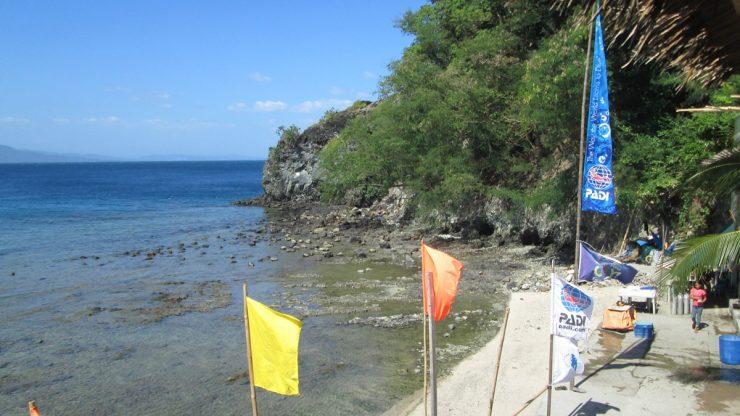 サバンビーチの東の端っこの岩場