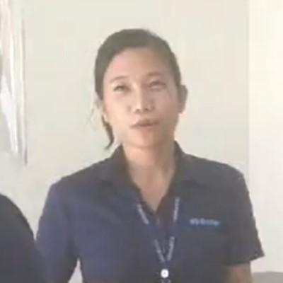 業務マネージャー風の女性