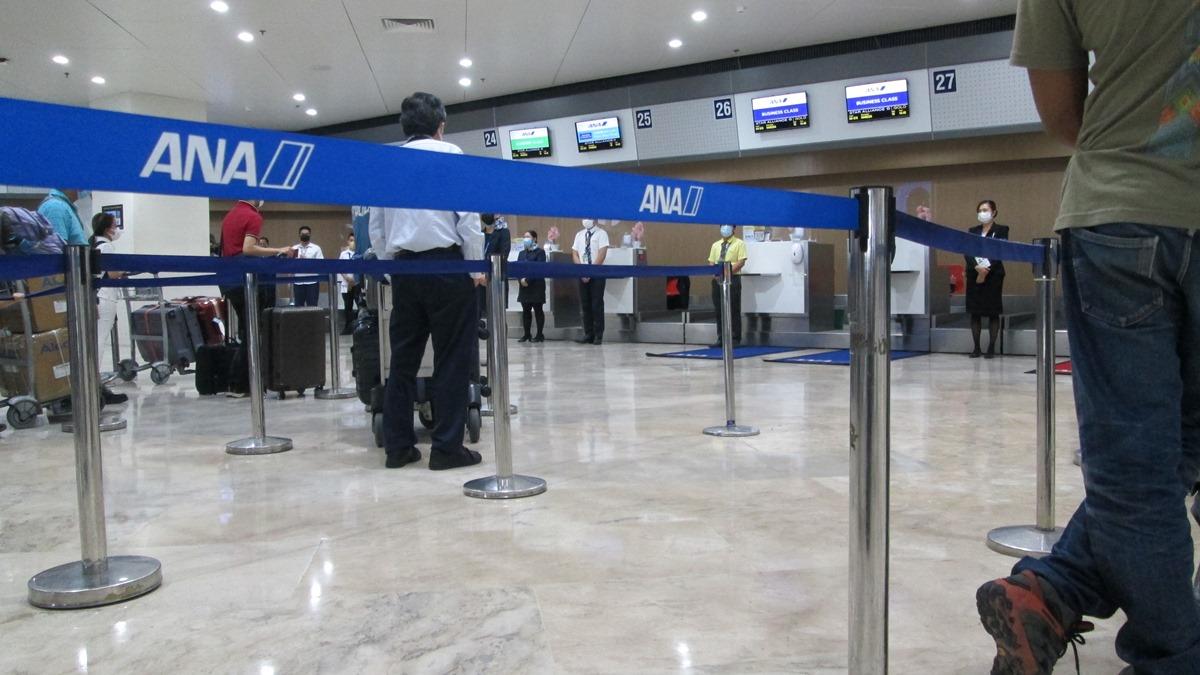 マニラ空港第1ターミナルの全日空チェックインカウンター