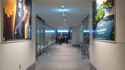機内から空港建物への通路