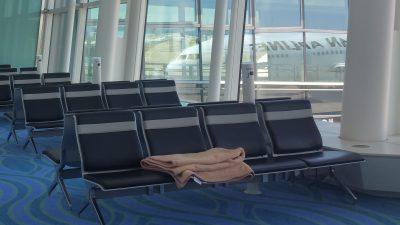待機場所の椅子と毛布