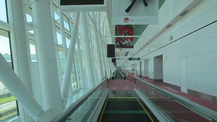 入国審査までの廊下