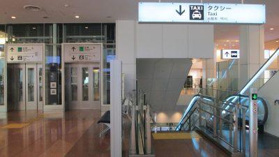 羽田空港第3ターミナル到着ロビーからタクシー乗り場へ