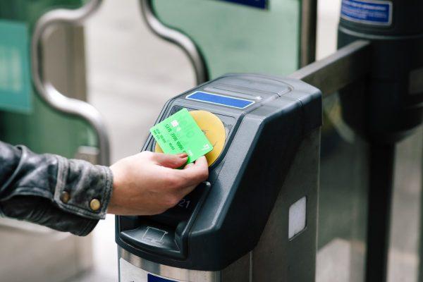 非接触式デビットカード決済