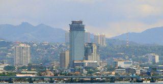 セブ市内の高層ビル